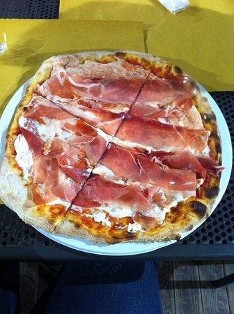 pizza-speck-e-mascarpone